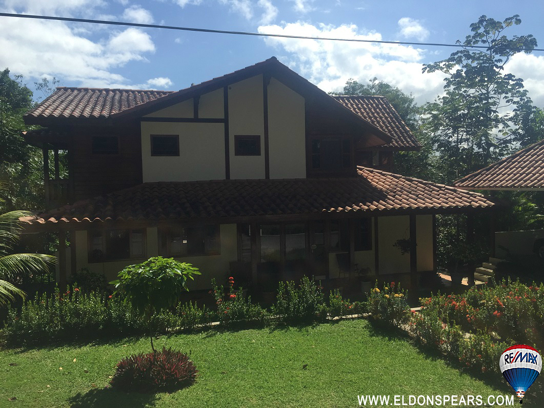 Gorgeous House in Brisas de Los Lagos for sale